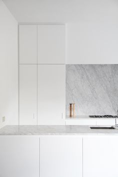 Kitchen by Rolies + Dubois architected  MARBLE BACK SPLASH