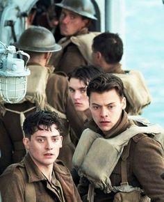 Harry Styles in the film 'Dunkirk' Harry Styles Baby, Harry Styles Photos, Harry Edward Styles, Dunkirk Cast, Dunkirk Movie, Larry Stylinson, Harry Styles Dunkirk, Fionn Whitehead, Aneurin Barnard