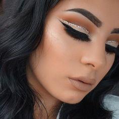 Glitter cut crease ft @kyliecosmetics #kyshadow palette .  Makeup deets:  1… #GlitterEyeliner
