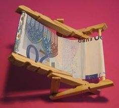 Deck chair from 20 € note- Geldgeschenk; Liegestuhl aus 20 € Schein Gift of money; Deck chair from 20 € note - Don D'argent, Fun Crafts, Diy And Crafts, Today Is My Birthday, Decor Inspiration, Diy Gifts, Handmade Gifts, Hobbies That Make Money, Best Wedding Gifts