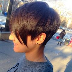 Trendy Short Pixie Haircut with Long Bangs Trendy Haircuts, Popular Haircuts, Pixie Haircuts, Short Hair Cuts For Women, Short Hair Styles, Short Cuts, Corte Y Color, Sassy Hair, Long Bangs