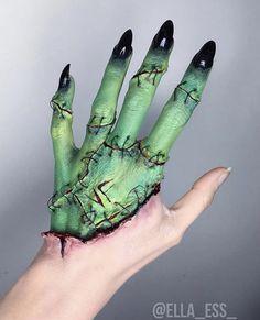 """Bride of Frankenstein makeup by That looks cool as hell! Bride Of Frankenstein Makeup, Hand Makeup, Face Paint Makeup, Halloween Makeup Looks, Halloween Kostüm, Halloween Makeup Tutorials, Halloween Costumes, Cosplay Makeup, Makeup Ideas"
