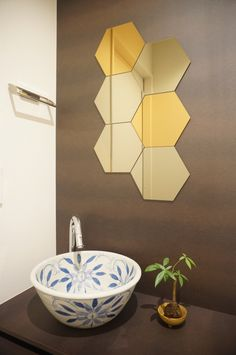 トイレの手洗いカウンターを選んでこだわりの空間に♪ | リフォーム費用・価格・料金の無料一括見積もり【リショップナビ】 Small Bathroom, Bathrooms, Basin, Vanity, Interior, Powder Rooms, Toilets, Home Decor, Sinks