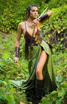Wood Elf cosplay by Joanie Brosas Fantasy Female Warrior, Warrior Girl, Warrior Princess, Elf Warrior, D Va Cosplay, Cosplay Girls, Fantasy Art Women, Fantasy Girl, Elf Costume