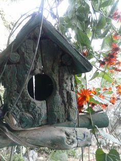 casinha de madeira para pássaros