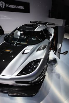 Koenigsegg Agera R jokes : why did all the driver never put it to the limit? Because they dont have a flight license to take off the Agera R 😛 Maserati, Bugatti, Ferrari, Royce, Jaguar, Koenigsegg, My Dream Car, Dream Cars, Cadillac