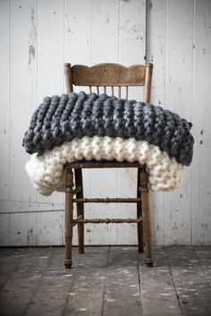 Best handmade quilted chunky blanket with soft giant knitting. Oversized cable knit blanket is available in all colors. Chunky Knit Throw, Chunky Blanket, Chunky Knits, Cozy Knit, Big Knits, Large Knit Blanket, Fur Blanket, Chunky Wool, Plaid Grosse Maille
