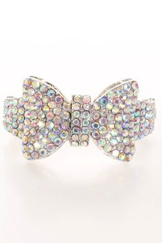 Lacking that sparkle in your accessory collection? Well look no further my child! Add this beautiful glamorous bracelet to your collection. Featuring high polished metal, bow tie design, finished off with rhinestone decor.