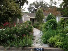 A mile northwest of bustling downtown Austin, the enchanting neighborhood of Pemberton Heights looms above shady Shoal Creek. Praised for it...