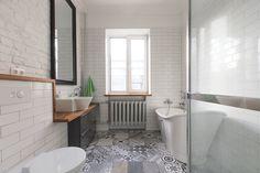 6 consejos para acertar al comprar una nueva vivienda Luxury Vinyl, Carrara, Clawfoot Bathtub, Porcelain Tile, Minimalism, Flooring, Grey, Interior, Home