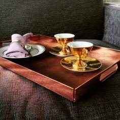 Elegancka taca śniadaniowa. The breakfast tray .