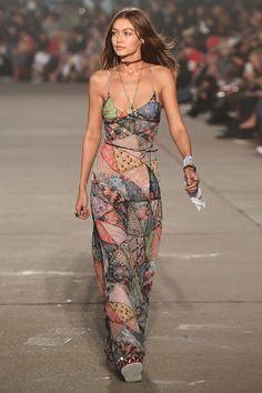 Model Gigi Hadid walks the runway at the TommyLand Tommy Hilfiger Spring 2017 Fashion Show on February 8 2017 in Venice California Big Fashion, Look Fashion, Fashion Show, Fashion Outfits, Womens Fashion, Fall Fashion, 2000s Fashion, Vintage Fashion, Couture Fashion