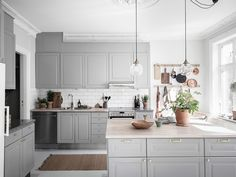 Could You Imagine Living In This Dreamy Swedish Home? - Home Design Scandinavian Home Interiors, House Interior, Kitchen Decor, Swedish House, Scandinavian Home, Grey Kitchens, My Scandinavian Home, Kitchen Design, Kitchen Dining Room