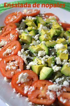 Si no has probado la ensalada de nopales, no te imaginas lo que te pierdes. Te invito a preparar esta ensalada pronto.