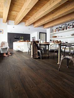 Laminat | Melango | LD 300 | 20 | Räuchereiche 6035 | Holznachbildung — MEISTER laminate flooring LD 300 | 20 Melango | Smoked oak 6035 | Wood effect - Deckenbalken Küche dunkel Meltalltisch Essbereich