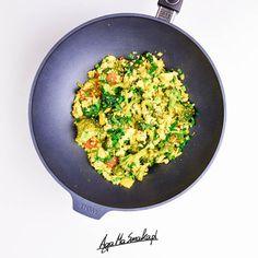 szybkie danie z woka a'la tofucznica Simply Recipes, Wok, Fried Rice, Healthy Recipes, Healthy Food, Fries, Dinner, Ethnic Recipes, Healthy Foods