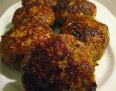 Deze Bifteki zijn niet moeilijk te maken en ze smaken minstens net zo lekker als bij de Griek. Maak er helemaal een feestje van en rooster ze eens op de barbecue! Dutch Recipes, Lamb Recipes, Greek Recipes, Light Recipes, Snack Recipes, Cooking Recipes, Snacks, Tapas, Good Food