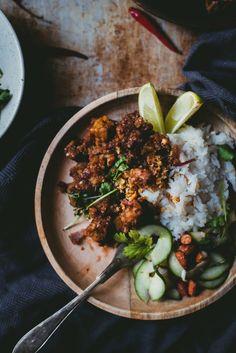 Indonesialainen tempecurry (V, GF) – Viimeistä murua myöten Tempeh, Tofu, Vegetarian Recipes, Cooking Recipes, Yams, Plant Based Diet, Ricotta, I Foods, Food Styling
