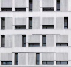 Transparent oder transluzent? Fassade des Gewerbehofs von bogevischs Büro in München-Laim. Foto: Michael Heinrich