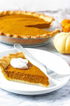 Amazing vegan gluten-free pumpkin pie is unbelievable flavorful with just the right amount of sweetness and spice. This vegan pumpkin pie will definitely be a hit at your Thanksgiving table. Gluten Free Pumpkin Pie, Vegan Pumpkin Pie, Pumpkin Recipes, Pumpkin Pies, Healthy Pumpkin, Vegan Sweets, Vegan Desserts, Delicious Desserts, Dessert Recipes