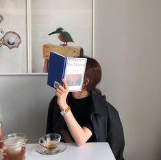 Classy Aesthetic, Korean Aesthetic, Book Aesthetic, Aesthetic Photo, Aesthetic Girl, Photoshop Photography, Girl Photography Poses, Film Photography, Korean Photo