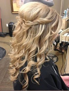 Half up half down romantic country rustic wedding hairstyle curly