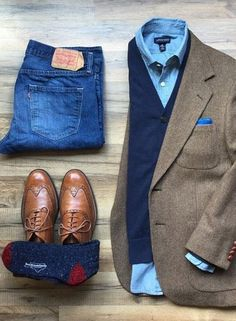 This outfit represents classic men's fall fashion. Timeless tweed jacket with layered sweater denim wingtips and a great pair of warm wool blend socks. Photo credit to Men's Fall Fashion w/ Denim Tweed Layers and Win Business Casual Men, Men Casual, Casual Styles, Smart Casual, Casual Clothes For Men Over 50, Mode Swag, Moda Formal, Herren Style, Herren Outfit