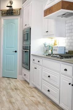Kitchen Cabinet Remodel Six Easy Farmhouse Kitchen Ideas to Add a Rustic Look to Your Home - Check out these six easy farmhouse kitchen ideas to add a farmhouse rustic style to your builder grade kitchen! Home Depot Kitchen, Kitchen Cabinets Decor, Farmhouse Kitchen Cabinets, Kitchen Cabinet Design, Painting Kitchen Cabinets, Kitchen Ideas, Kitchen Chairs, Kitchen Countertops, Hickory Kitchen