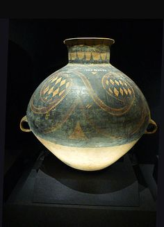 The Majiayao culture. Neolithic communities who lived primarily in the upper Yellow River region in eastern Gansu, China. 3100 BC to 2700 BC. Some of the earliest discoveries of copper and bronze objects in China occur at Majiayao sites.  馬家窯文化陶器   主要居住在上黃河 - 甘肅東部地區的新石器文明, 存在的文化從公元前3100年到公元前2700年 。 馬家窯遺址是目前最早發現中國的銅和青銅之處。