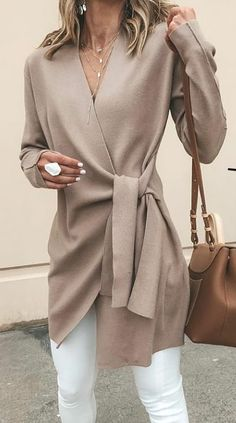 Solid Color V-Neck Casual Outerwear Sweater : Trajes de Moda Fashion Blogger Style, Fashion Mode, Fashion Bloggers, Fashion Stores, Rome Fashion, Fashion Websites, Office Fashion, Fashion Online, Fall Outfits For Work