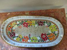 Gamela em madeira esculpida a mão e recoberta com mosaico em pastilhas de cristal.