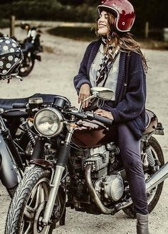 ❤️ Women Riding Motorcycles ❤️ Girls on Bikes ❤️ Biker Babes ❤️ Lady Riders ❤️ Girls who ride rock ❤️TinkerTailorCo ❤️ Women Riding Motorcycles, Triumph Motorcycles, Vintage Motorcycles, Ducati, Cafe Racer Girl, Cafe Racer Honda, Cafe Racers, Harley Davidson, Lady Biker