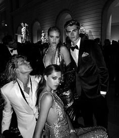 Essential Tips and Ideas – Black and White Photography Gossip Girl, Pretty Little Liars, Rich Kids, Cindy Kimberly, Black N White, White Aesthetic, Friend Pictures, Couple Photography, Celine