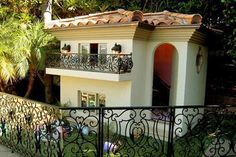 10 Extreme Dog Houses (dog houses, luxurious dog houses, best dog houses) - ODDEE