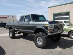 ford trucks 4x4 - This truck reminds me of my 1977 F-150, Silver and Black, lifted, brush guard, roll bar, etc.