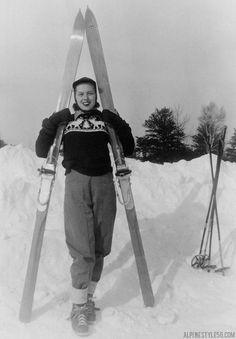 x vintage woman ski sweater deer Nordic Skiing, Alpine Skiing, Vintage Woman, Vintage Ladies, Vintage Ski Posters, Beach Trip, Hawaii Beach, Oahu Hawaii, Ski Sweater