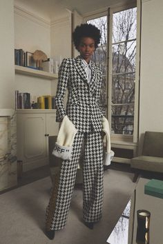 The complete Off-White Pre-Fall 2018 fashion show now on Vogue Runway. Kids Fashion Show, Fashion Show Collection, Fashion Week, Womens Fashion, Fashion Trends, Le Bourgeois Gentilhomme, Dresscode, Autumn Fashion 2018, New Shape