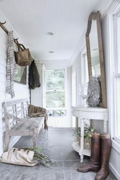 I've recently discovered the Romantic Prairie Style which seems to me to be a combination of shabby and granny chic all wrapped up in a co. Style At Home, Deco Champetre, Decoration Entree, Entry Hallway, Hallway Bench, Entry Bench, Door Entry, Entrance Hall, Slate Flooring