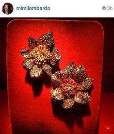 JAR via mimilombardo on instagram #jewelsbyjar #jarparis #joelarthurrosenthal #overmydeadrubies Jar Jewelry, High Jewelry, Luxury Jewelry, Modern Jewelry, Jewelry Art, Antique Jewelry, Jewelry Design, Jewelry Making, Designer Jewellery