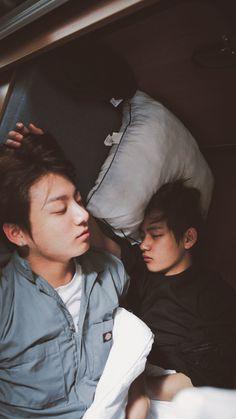 Taekook is soooo adorable Bts Jungkook, Taekook, Foto Bts, Taehyung 2016, Kpop, Save Me Bts, Vkook Memes, Bts Pictures, Photos