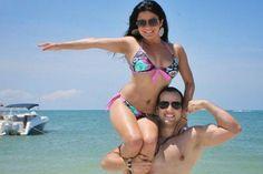 """El prestigioso diario en Venezuela, Noticias24 nos hizo mencion con nuestra foto en la Isla de Coche, en su publicacion. #Coche #fit #fitcouple #biceps #happy #beach #playa #isladecoche #noticias24 #salud #health #healthy #saludables Foto: Oliver Herrera demostró su fuerza y acotó """"Una de mis favoritas! Hace año y medio, desde entonces y gracias a Dios nuestras vidas han cambiado para mejor. Comer sano + actividad física =  sentirse bien!"""" Foto: El Sonero del Mundo, Oscar D' León junto a la…"""