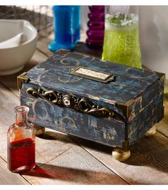 Distressed Potions Box // Plaid Crafts