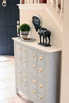 Here is yet another Faux Card Catalog Piece and this time it is an Entry Way Style Creation made from Ikea Shoe Holders.  Bee from Windgate Lane is going to fill you in on how you can make one of these of your very own.  Love the look and once again you can give it …