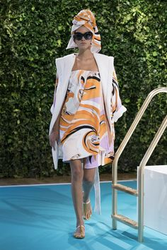 Emilio Pucci Spring 2018 Ready-to-Wear collection, runway looks, beauty, models, and reviews.