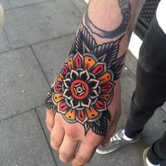 Luke has been here at Cloak and Dagger London since we first opened our doors and has never failed to exceed expectations with his traditional tattoos. Hand Tats, Hand Tattoos For Guys, Finger Tattoos, Traditional Tattoo Colours, Traditional Hand Tattoo, Knee Tattoo, Band Tattoo, Tattoo Parlour London, Cloak And Dagger Tattoo