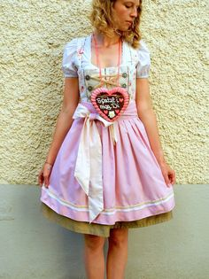 Dirndl sewing DIY Instructions: Sew your own Dirndl! Oktoberfest here we come!
