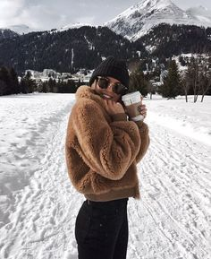 Next Post Previous Post Kylie Francis' storyteddy fleece jacket + knit beanie + yoga pants + ray ban sunglasses Woman Outfits, Fashion Outfits, Womens Fashion, Fashion Tips, Fashion Design, Fashion Fashion, Snow Fashion, Fashion Ideas, Best Outfits
