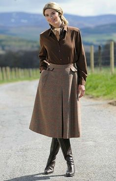 Tweed riding skirt by House of Bruar. Modest Outfits, Skirt Outfits, Modest Fashion, Skirt Fashion, Fall Outfits, Fashion Outfits, Modest Clothing, Countryside Fashion, Country Fashion