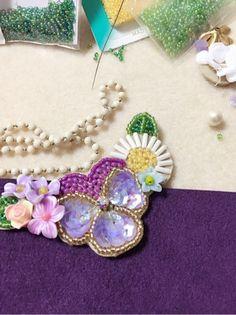 パンジーのネックレス完成品 の画像|ビーズ刺繍ジュエリー協会 古川真貴子
