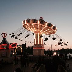 Image discovered by Alina ✈➴♑(✿◠‿◠). Find images and videos about grunge, fun and light on We Heart It - the app to get lost in what you love. Paris At Night, Disney Instagram, Instagram Girls, Photoshop, Images Google, Landscape Illustration, Illustration Art, Soft Grunge, Art Music